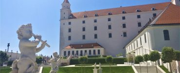 Bratislava: jaukus senamiestis, keistos statulos, pigus alus