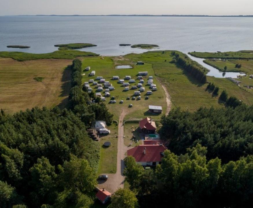 """Išskirtinės nakvynės vietos Lietuvoje - """"Boardhouse.lt Camp'as"""" Svencelėje"""